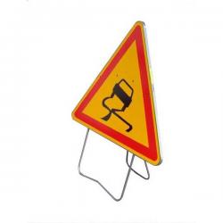 Panneau de signalisation AK4 - Chaussée glissante width=